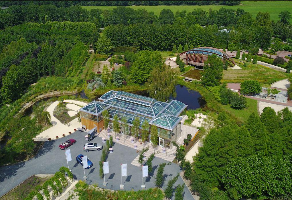 Neue glaskongresspalast am wasser f r bomencentrum nederland b umenzentrale niederlande durch - Lumen centrum ...